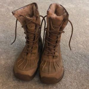 Ugg lace up snow boots. Size 8. Tan fur lined
